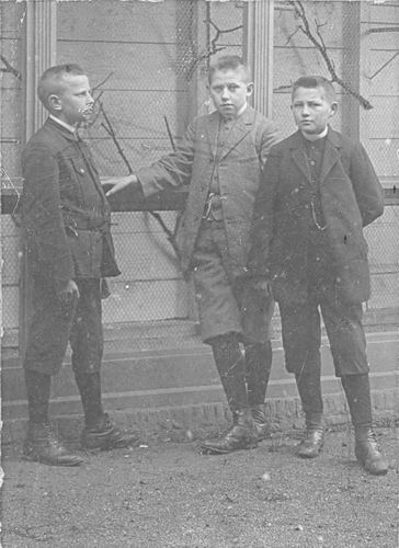 Meijer Hendricus J 1896 190_ met 2 Onbekende Jongens