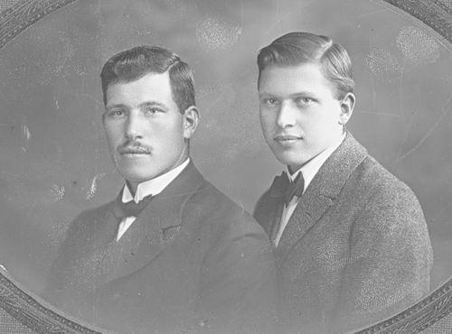 Meijer Jan J 1900 19__ Portret 04 met broertje Nol
