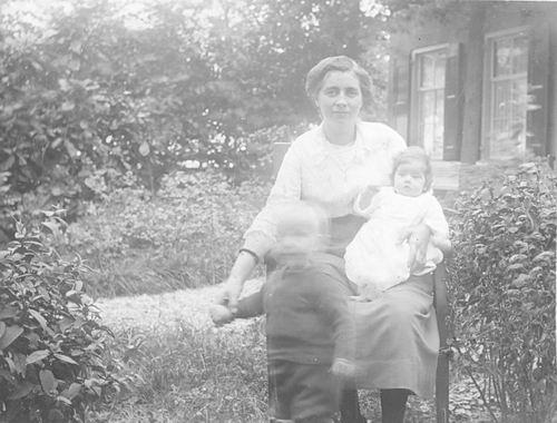 Meijer-Koot Adriana M 1895 1937 met Baby Coby 02