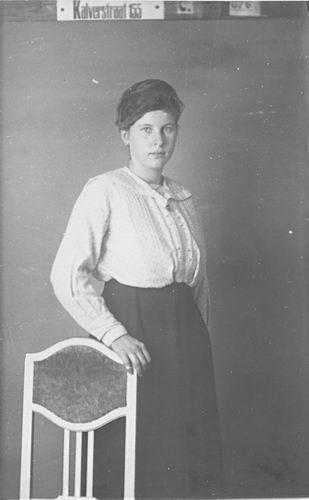 Meijer Maria M 1902 19__ bij Fotograaf 03