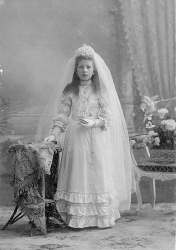 Meijer Maria M 1902 19__ bij Fotograaf 04