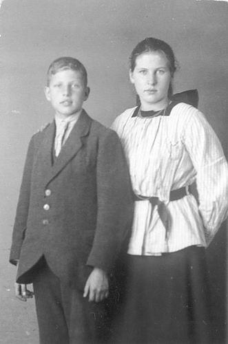 Meijer Maria M 1902 19__ bij Fotograaf met Nol