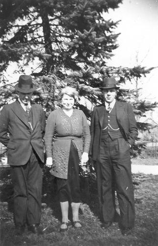 Meijer Maria M 1902 19__ in Tuin met Onbekend