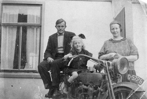Mienis Jacob 1894 1924 Gezinsfoto bij Motor