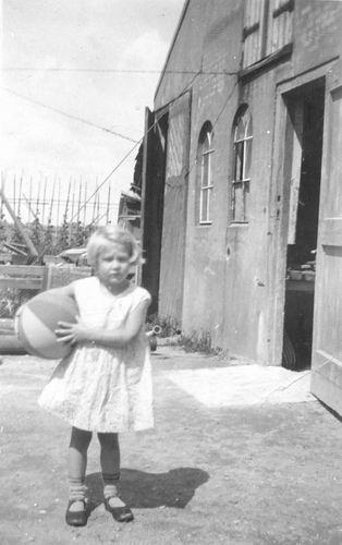 Mienis Janne 193_ op Erf met Basketbal