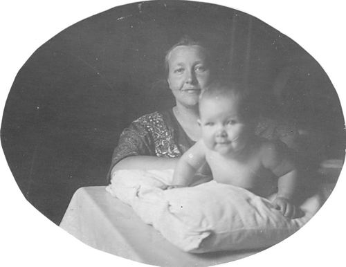 Mienis - Koel Maria 1925 met baby Janne