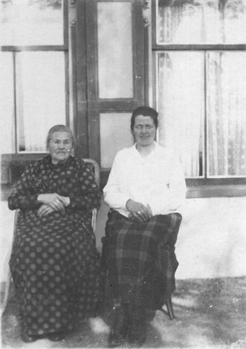 Mienis - Pasmooij Antje 19__ met dochter Neeltje
