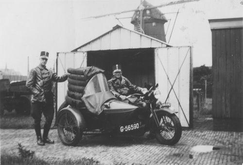 Miggelbrink A J S 194_ Marechaussee met Motor 01