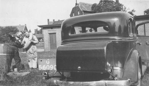 Miggelbrink A J S 194_ Politieagent met Auto G-56090