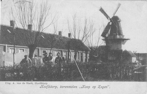 Tuinweg 1905 of eerder Arbeidershuisjes met molen 02