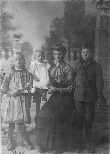 <b>ZOEKPLAATJE:</b>Mulder Albert J 1913 19__ Onbekend 46 Vrouw met Drie Kinderen