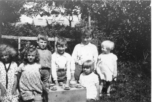 <b>ZOEKPLAATJE:</b>Mulder Albert J 1913 19__ Onbekend 49 Kinderen Spelen aan de Thee