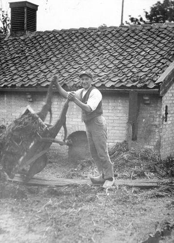 Mulder Albert J 1913 19__ Stal aan het Uitmesten 02