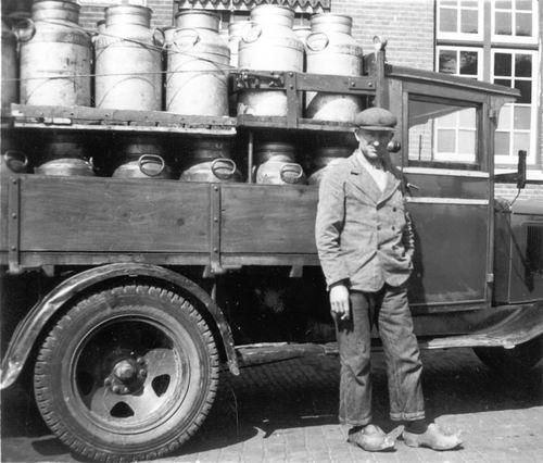 <b>ZOEKPLAATJE:</b>Mulder Albert J 1913 19__ bij Melkwagen Slooten