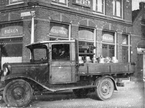 <b>ZOEKPLAATJE:</b>Mulder Albert J 1913 19__ met Melkwagen Slooten in Halfweg