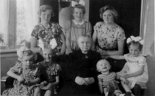 Munsterman-Rijkelijkhuizen Agnes 1953 met Naamgenoten