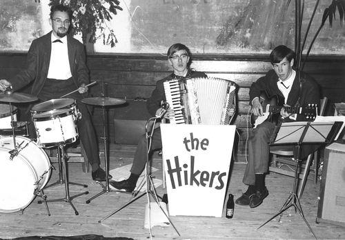 <b>ZOEKPLAATJE:</b>Muziekband The Hikers 1965 Begeleiden het Kindercircus