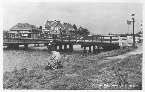 Nieuwemeerdijk 005_ 1956 Sloterbrug 02 met Sportvisser