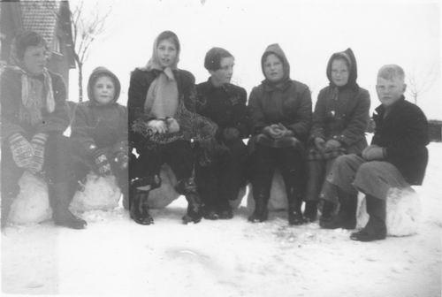 Nieuweweg W 0035 1953 met Buurtkinderen
