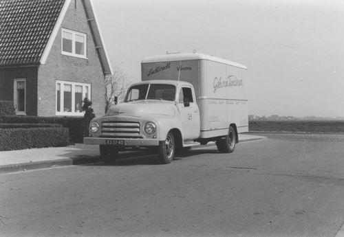 Nieuweweg W 0035 196_ Huize Honcoop met wagen v Tienderen
