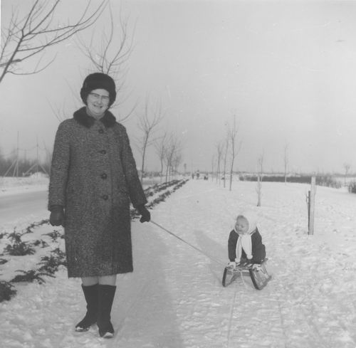 Nieuweweg W 003_ 1970± met Astrid v Veen en Oma v Tienderen 02