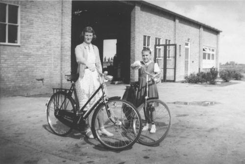 Nijverheidsstraat 1954 Garage gebr v Tienderen