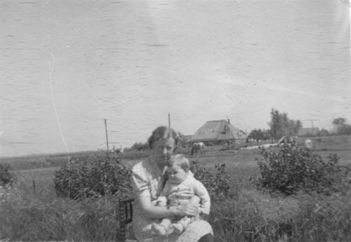 Aalsmeerderweg W 0391 1944 Boerderij Eilander met Dames Marbus