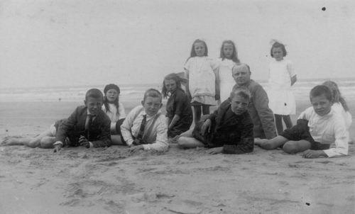 Christelijke School Abbenes 1926 Schoolreisje naar Strand met Mr Dorgelo