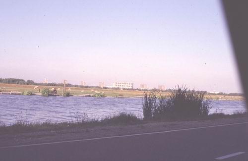 Akerdijk 0018± Overzijde 1978-79 Zicht op Osdorp Langswaterflats 02
