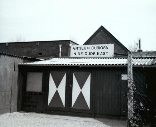 Tuinweg N 0020± 1979 winkel Antiek en Curiosa in de Oude Kast