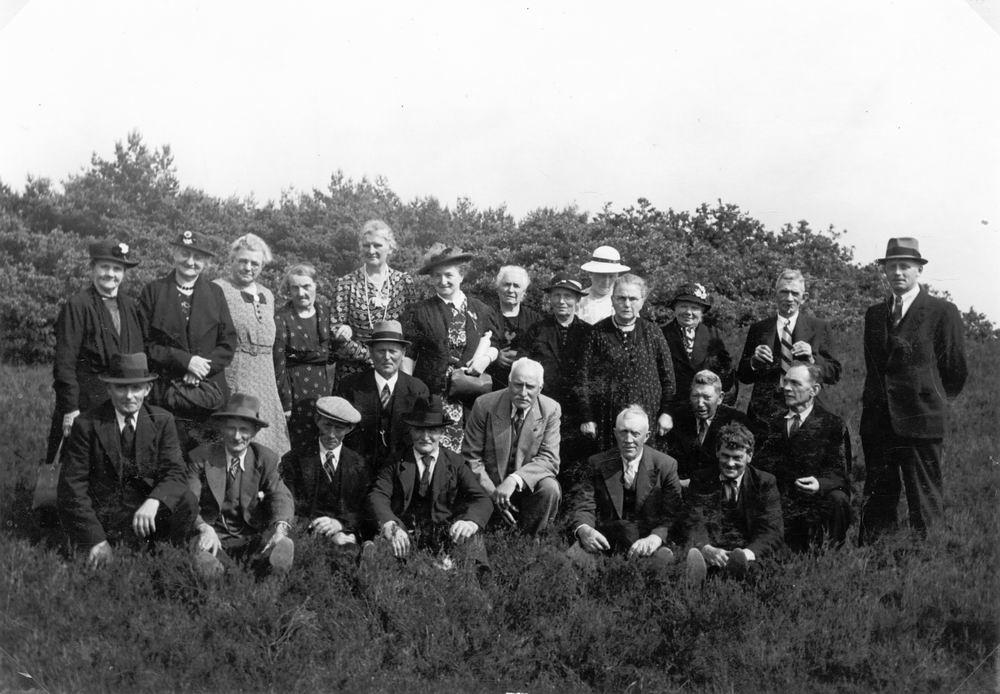 <b>ZOEKPLAATJE:</b>Onbekend Bejaarden Zwanenburg 1935 met oa Gerrit Driehuis