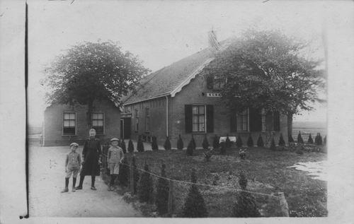 <b>ZOEKPLAATJE:</b>Onbekend Boerderij Kenn_ in Woubrugge 1919