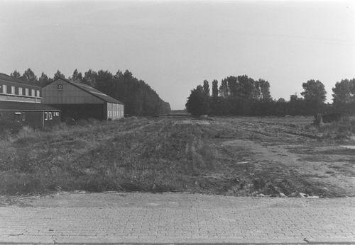 <b>ZOEKPLAATJE:</b>Onbekend Braak Land met Schuur 1985