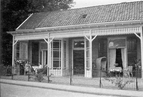 <b>ZOEKPLAATJE:</b>&nbsp;Onbekend Cafe 19__ Niet Cafe Slot aan Hoofdweg