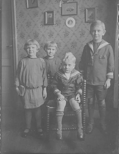 <b>ZOEKPLAATJE:</b>Onbekend Familie Fotoserie 04a Kinderen