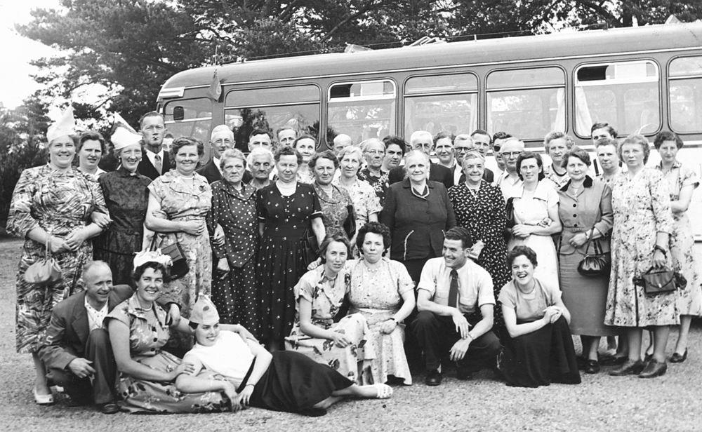 <b>ZOEKPLAATJE:</b>Onbekend Familie Fotoserie 09 Groeps Uitje met Bus