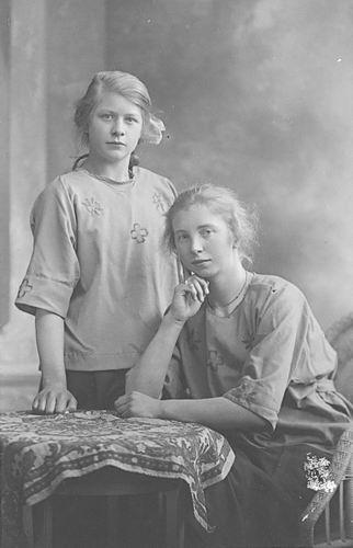 <b>ZOEKPLAATJE:</b>Onbekend Familie Fotoserie 13 Dames