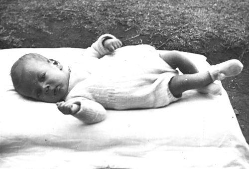 <b>ZOEKPLAATJE:</b>Onbekend Familie Fotoserie 15a Baby