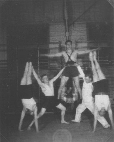 Gymnastiek Vereniging Vijfhuizen 19__ uit Fotoalbum Piet Klaassen 03