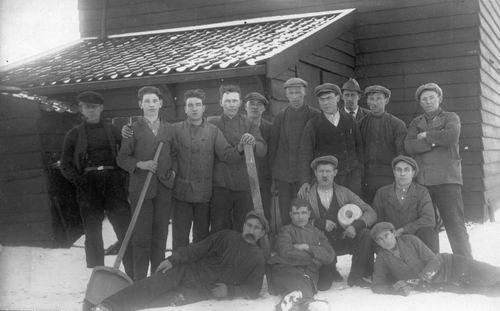 <b>ZOEKPLAATJE:</b>Onbekend Hillegommerdijk Arbeiders bij Ceres 1929