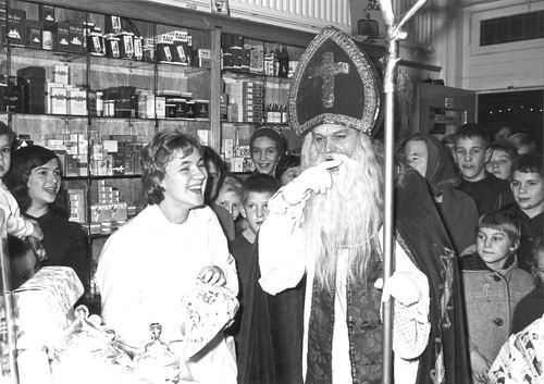 Kruisweg Z 0666 1967 Sinterklaas in Winkel vd Top 01