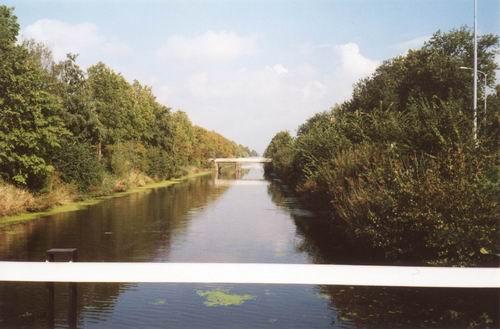 Hoofdweg W 12__ 2000 Zicht naar Spoorbrug