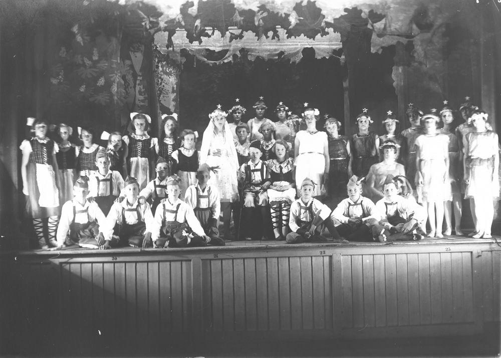 ULO Vereniging Hoofddorp 1930 Operette Sneeuwwitje in Hotel de Beurs 01
