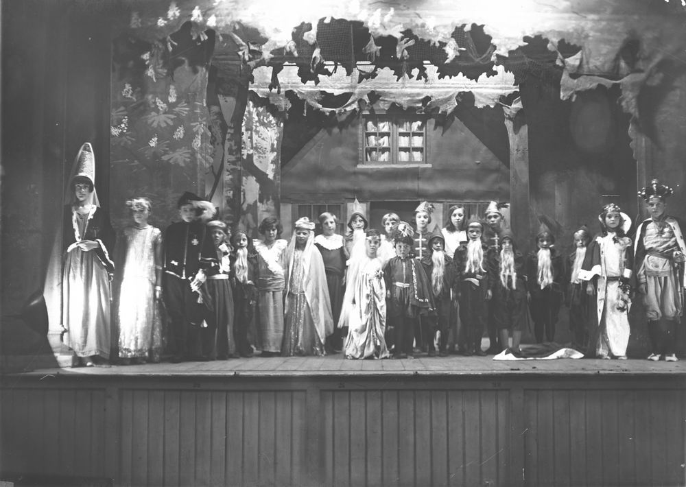 ULO Vereniging Hoofddorp 1930 Operette Sneeuwwitje in Hotel de Beurs 02
