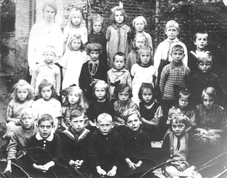 <b>ZOEKPLAATJE:</b>Onbekend Klassefoto 1927 met Catrien van den Hoek