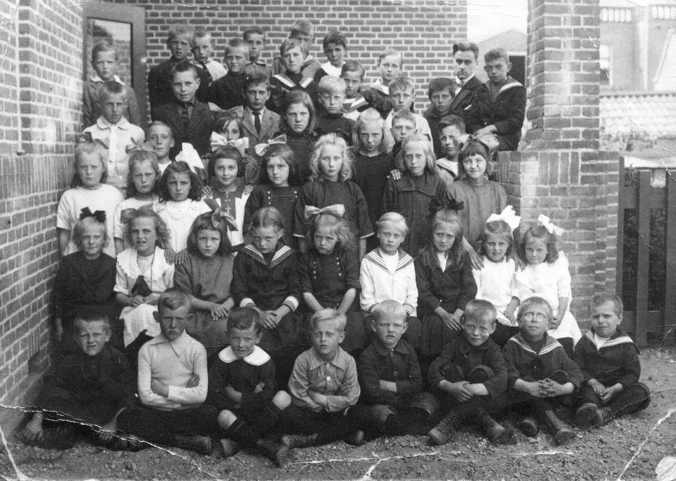 NH School Lisse Lisbloemstraat 1922 met Broertjes van den Hoek