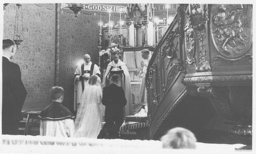 <b>ZOEKPLAATJE:</b>Onbekend Koeckhoven 1946 Trouwerij in RK Kerk