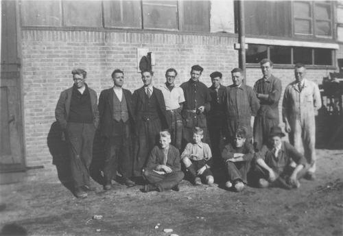 <b>ZOEKPLAATJE:</b>Onbekend Machinefabriek 194_ met Personeel en Piet Klaassen 02