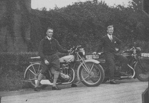 <b>ZOEKPLAATJE:</b>Onbekend Mannen op Klassieker Motorfietsen