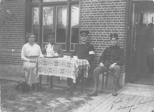 <b>ZOEKPLAATJE:</b>Onbekend Militair Scheffer 1915 en Vrouw in Hooge Mierde NBr